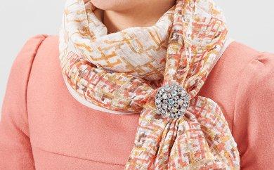 スカーフを豪華に決める「煌めきのスカーフ留め」