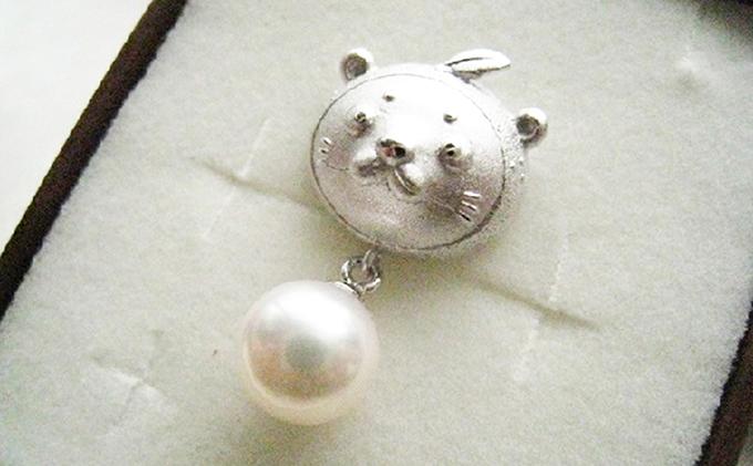 愛南町ご当地キャラクター「なーしくん」のアコヤ真珠付ピンブローチ