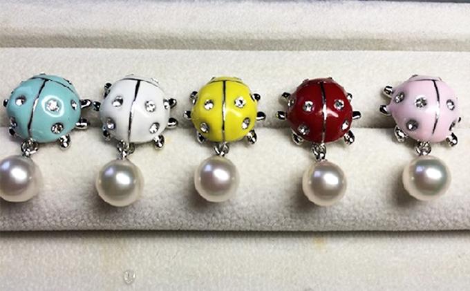 てんとう虫アコヤ真珠付ピンブローチ