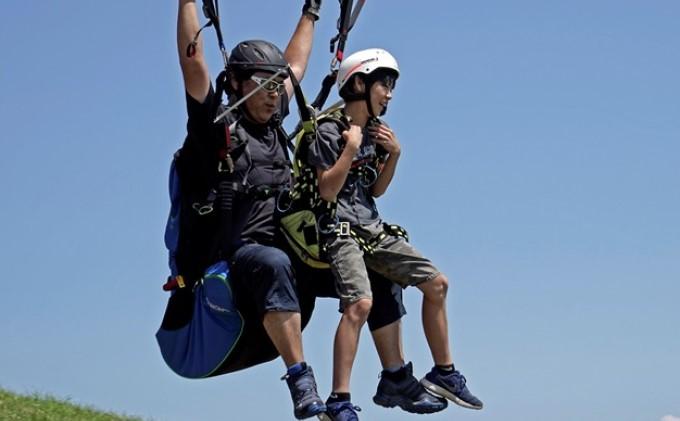 【男鹿寒風山でパラグライダー!!】パラグライダー遊覧飛行体験コース 3名様