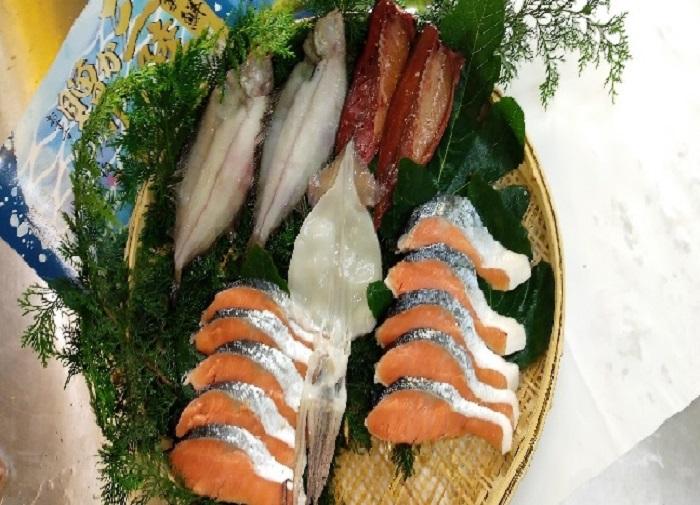 三陸からの贈り物 海産詰合せBA-2(4種)【柳かれい一夜干、鯖みりん干、いか一夜干し、生秋鮭切身厚切】