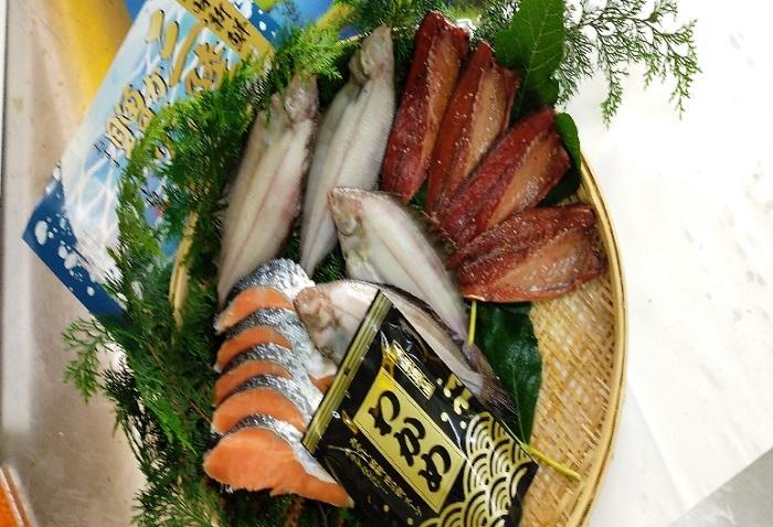 三陸からの贈り物 海産詰合せBB-3(4種)【柳かれい一夜干し、鯖みりん干し、生秋鮭切身、三陸産塩蔵わかめ】
