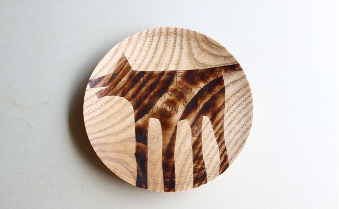 【宮内知子の木工作品】インテリアにも使える木工作家の漆で描いたお皿(大サイズ1枚)