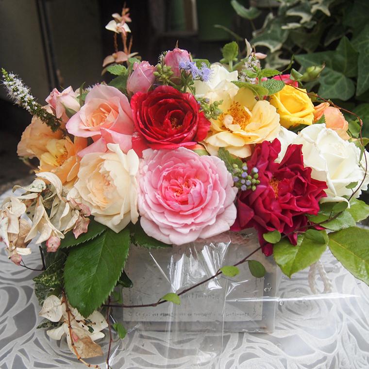 バラとハーブのプチアレンジメント(無農薬栽培バラとハーブ)